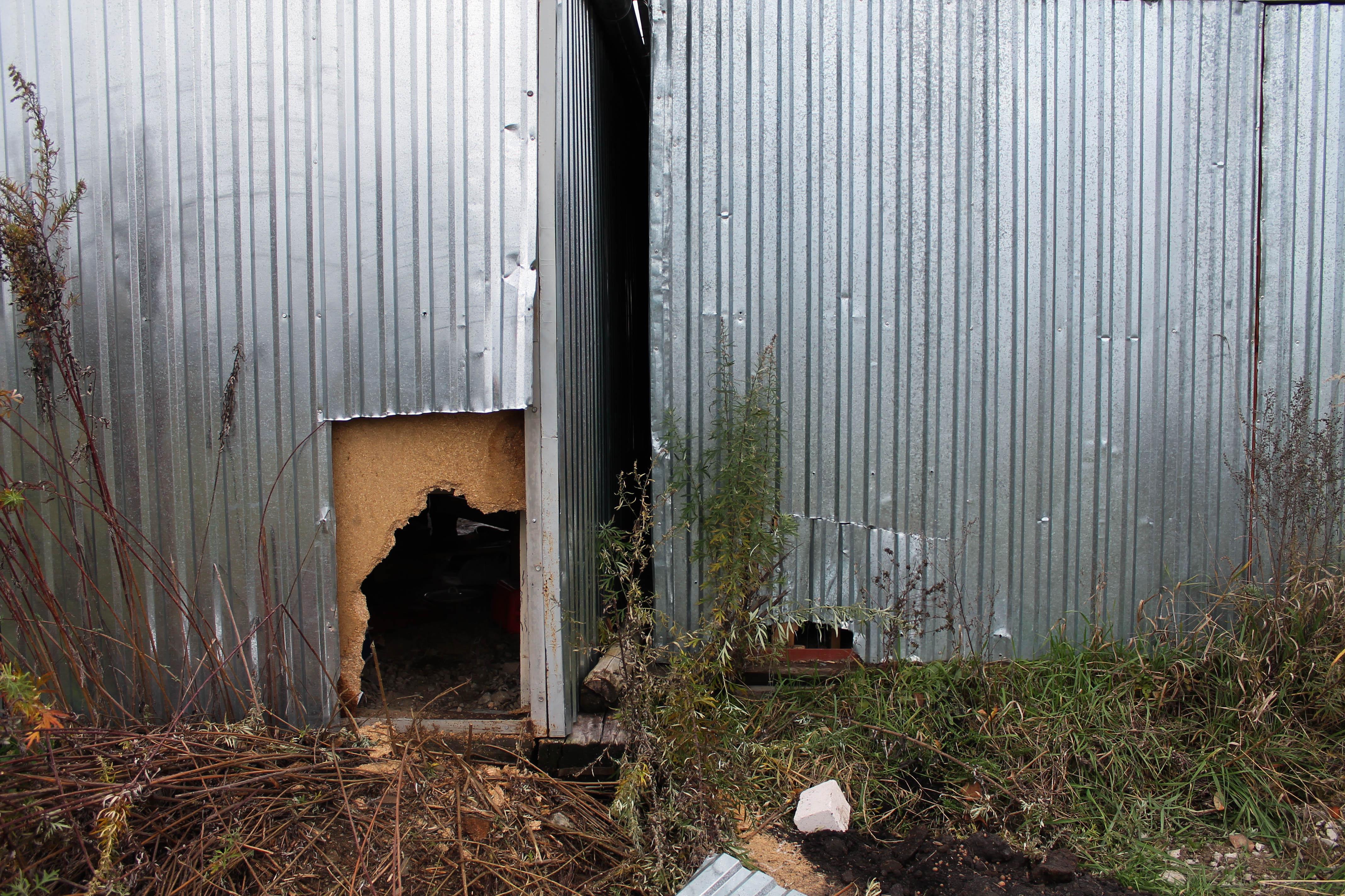 На одній із вулиць Мукачева грабіжники «підчистили» за ніч одразу два гаражі