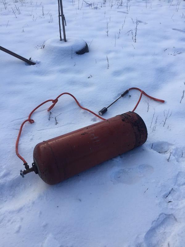 У Хусті вогнеборці врятували автомобіль та запобігли вибуху газового балона
