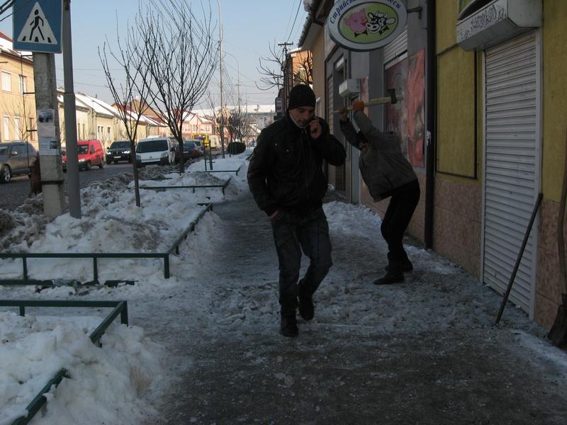 У Мукачеві все ще триває льодовиковий період. ФОТО