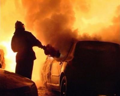 На Закарпатті вогонь знищив дві іномарки