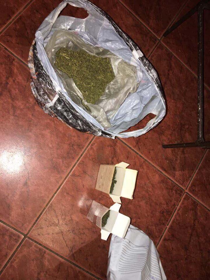 На Закарпатті викрито групу контрабандистів-наркоділків, які приховали мільйони готівки і зброю