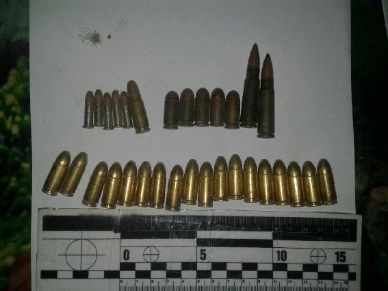 У рамках проведення операції «Зброя та вибухівка» поліцейські Мукачівського  відділення поліції у чинадіївця вилучили набої різного калібру та вибуховий  ... 5f743aed8e868