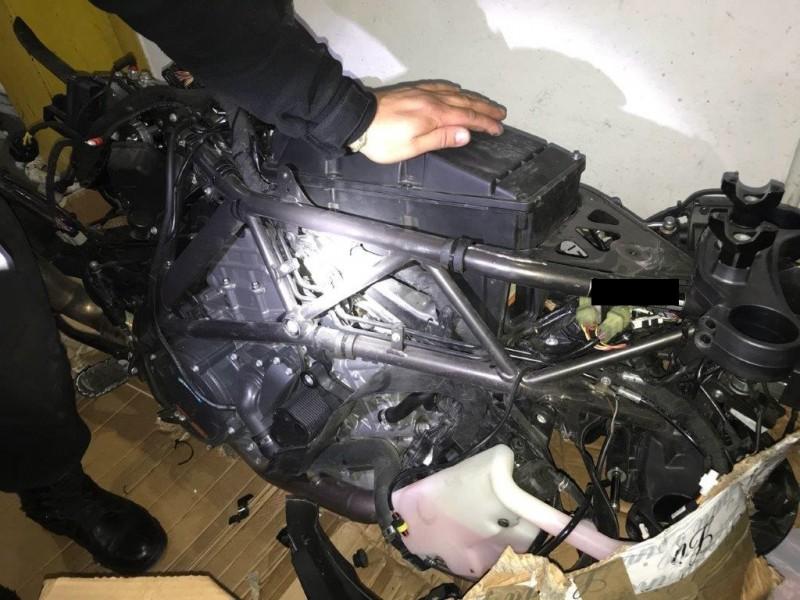 У Чопі затримали чернівчанина з викраденим в Італії мотоциклом та зброєю a9b4d3b391d67