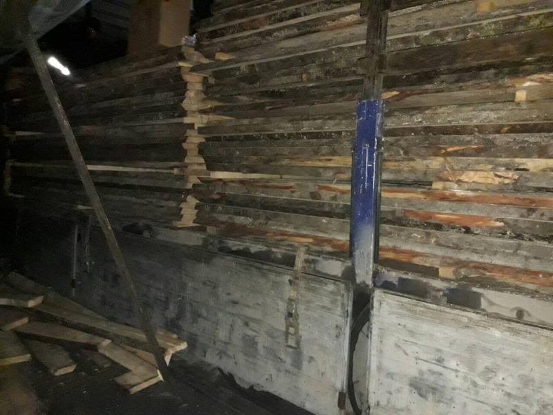 Закарпатські митники виявили в пиломатеріалах 100 тис. пачок цигарок