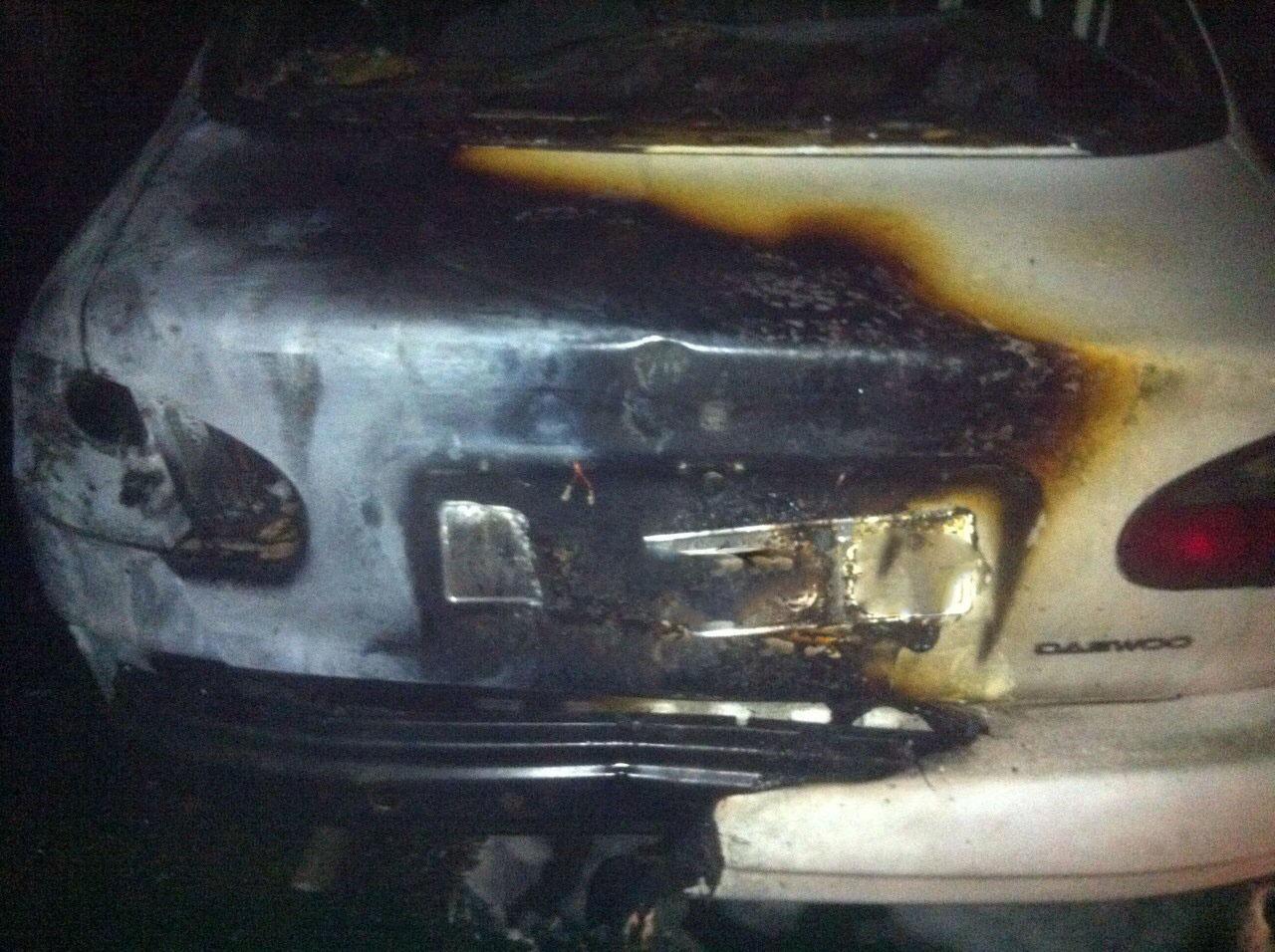 В дворі ужгородської багатоповерхівки горіли дві машини