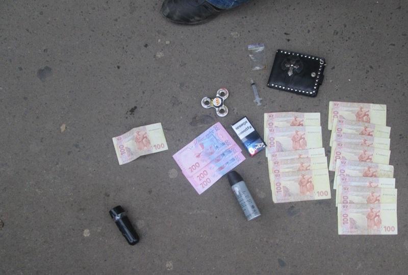 Співробітники Управління протидії наркозлочинності Головного Управління  Національної поліції в Закарпатській області спільно із поліцейськими  Мукачівського ... bb0eaed72ffbc