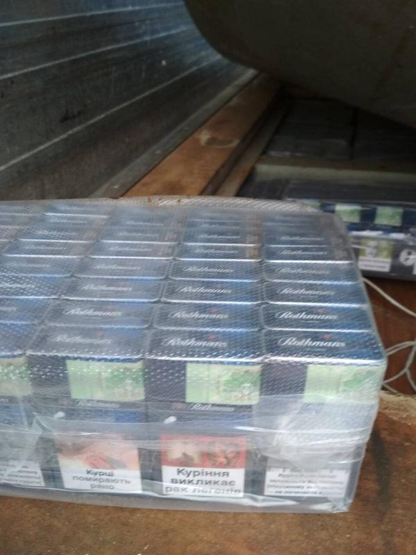 """""""Гіркий"""" мед для іноземця на Закарпатській митниці – виявлено значну кількість цигарок у вантажівці. ФОТО, ВІДЕО"""