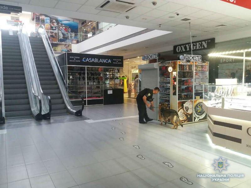 Мукачівський торговий центр «замінував» екс-працівник закладу debd2ff079416