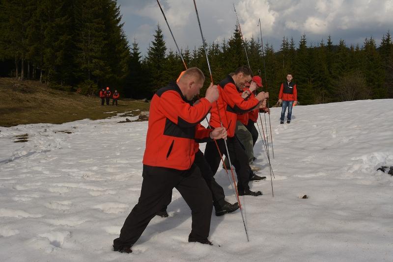 Закарпатські гірські рятувальники отримали GPSпристрої від чеських колег та провели практичні тренування у горах із їх застосуванням