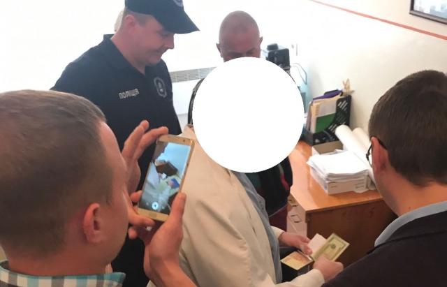 Завідуючого пологовим відділенням Хустської районної лікарні взяли під варту