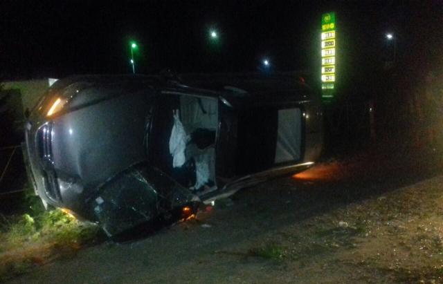 Жахлива нічна ДТП на Прикарпатті: внаслідок перекидання автомобіля загинула пасажирка, а за життя водія борються лікарі