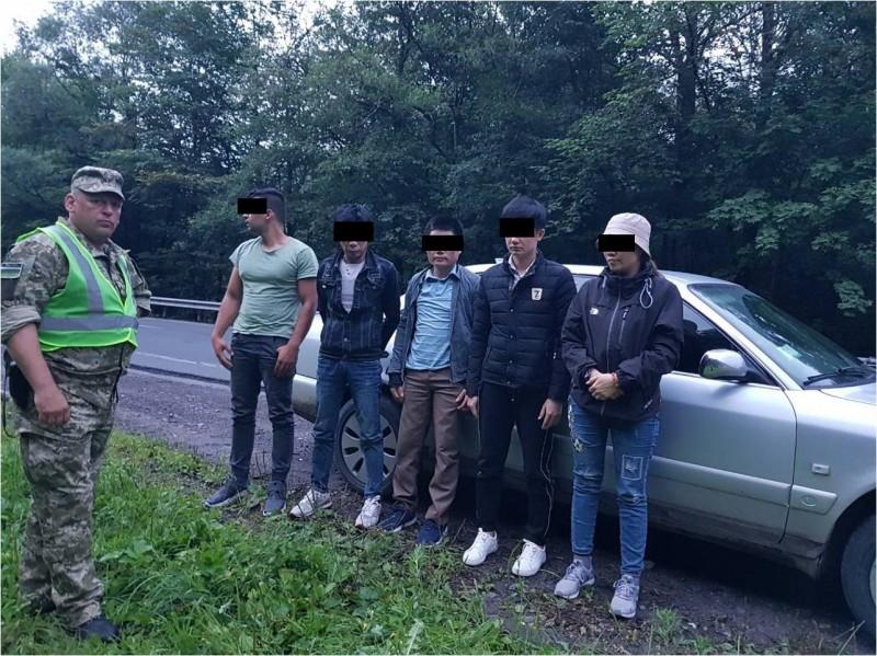П ятеро нелегальних мігрантів та їх ймовірного переправника затримали учора  прикордонники Мукачівського загону спільно з співробітниками поліції на ... 20eaa3e432199