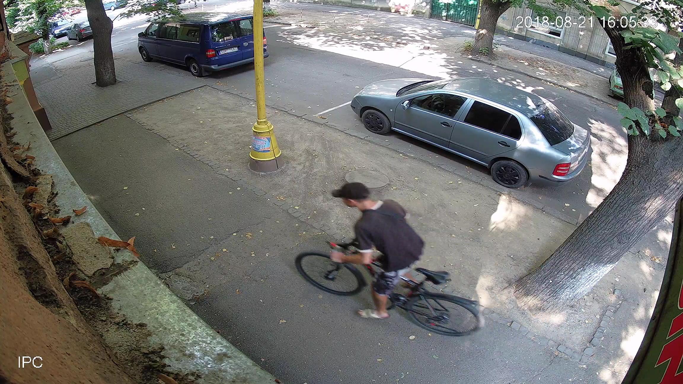 Камери відеонагляду зафіксували ужгородських велокрадіїв. ФОТО