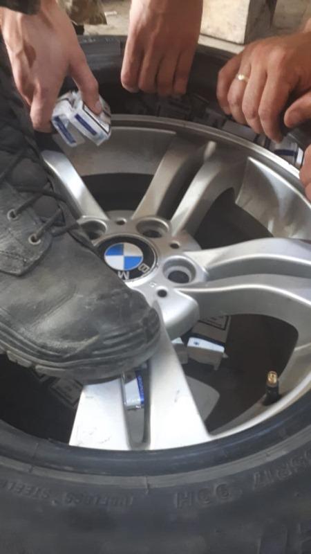 На Закарпатті іноземець позбувся  вартісного «BMW X3» через контрабандні сигарети