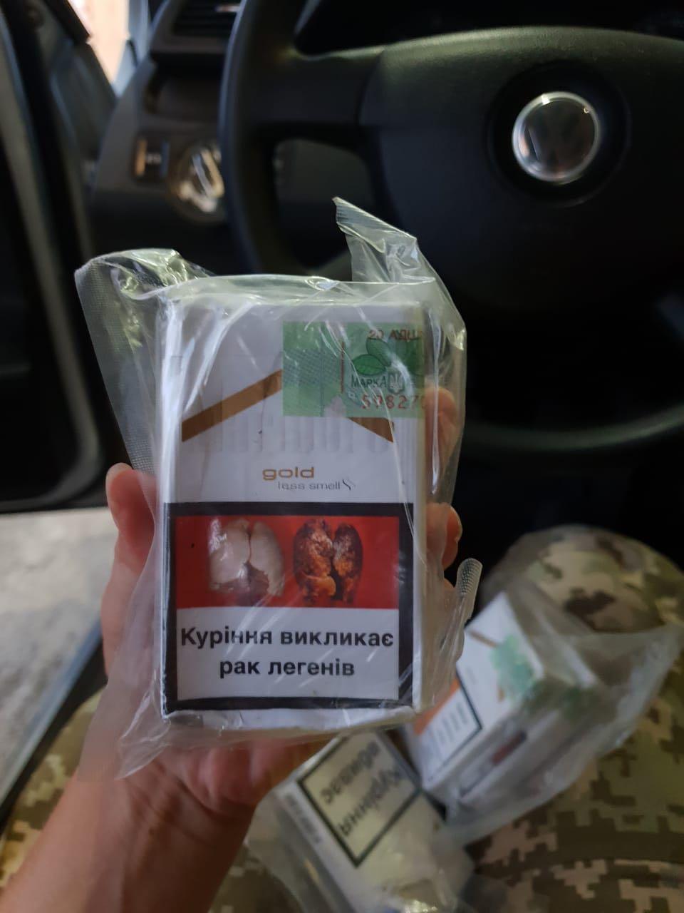 На Виноградівщині зупинили іномарку з тютюновим тайником. ФОТО