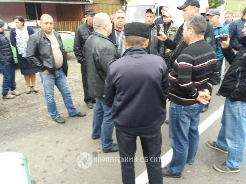 У Кострино перекрили дорогу Ужгород-Львів