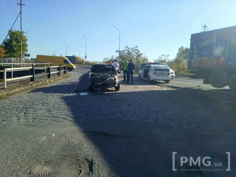 Після ДТП у Мукачеві таксиста забрала швидка