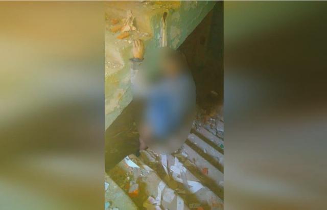Труп у сходовій клітці: страшна знахідка у будівлі ужгородського складу