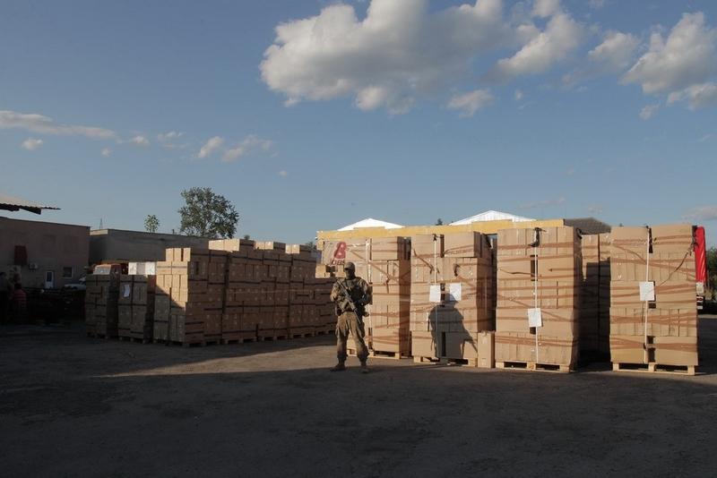 У Мукачеві ДБР та СБУ вилучили контрабандних сигарет на 70 мільйонів гривень. Фото. Відео