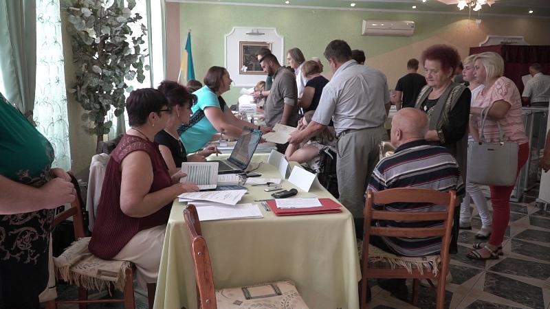 На виборчій дільниці в Королеві зафіксовано ознаки підкупу виборців. ВІДЕО