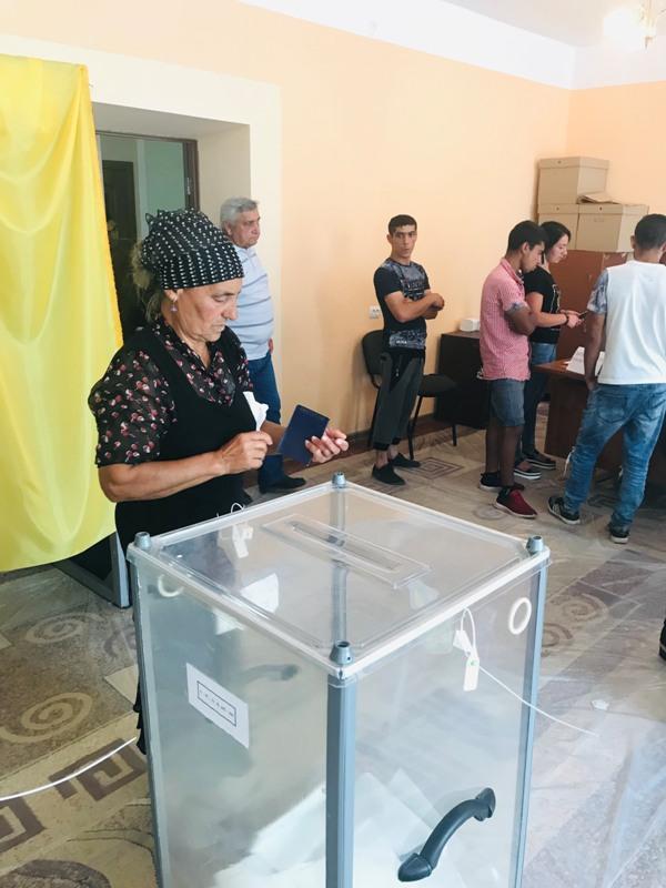 Організоване голосування ромів та передвиборча агітація: як проходить голосування на Закарпатті