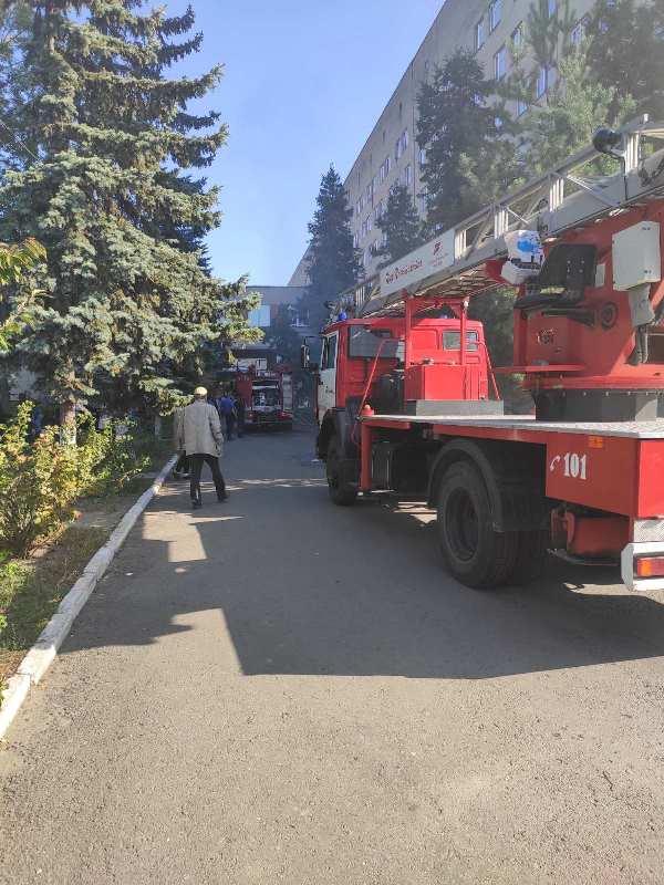 В Ужгороді горить міська лікарня. ВІДЕО
