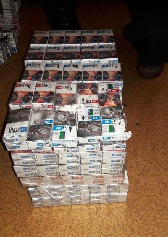 На Закарпатті у вантажному потязі виявили 635 пачок сигарет