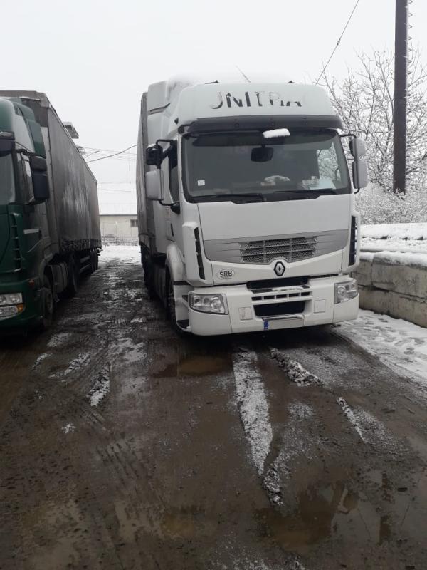 Закарпатські митники вилучили цигарки та вантажівку вартістю понад 350 тис. гривень. ФОТО
