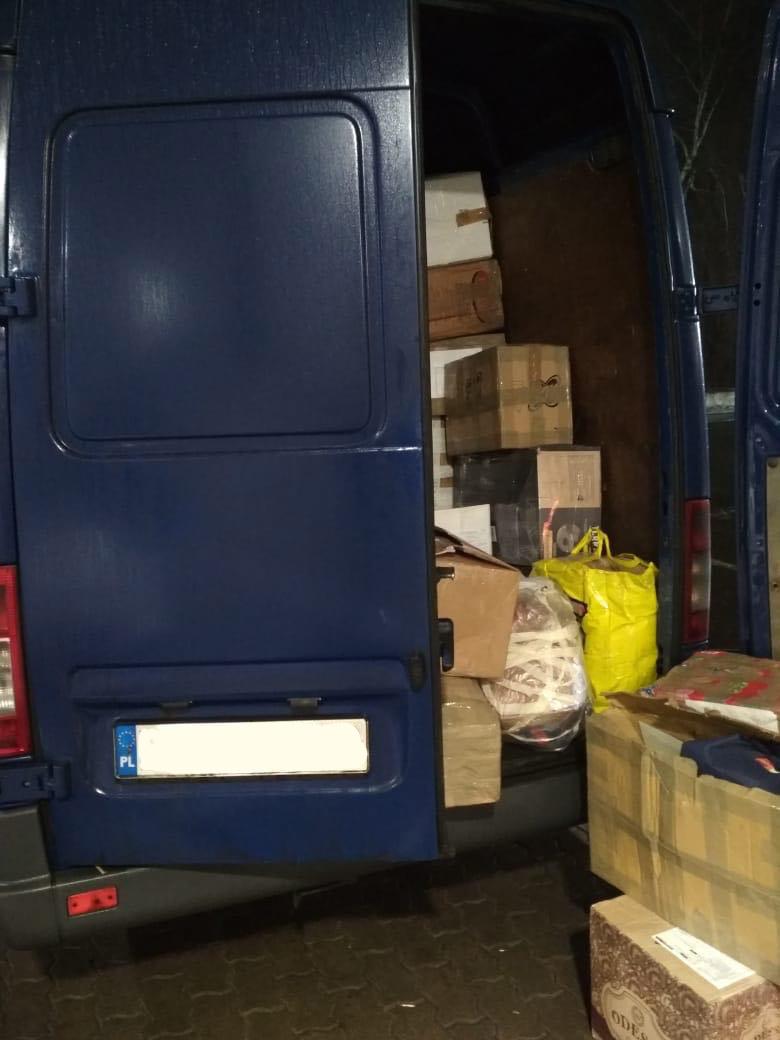 На Закарпатті затримали мікроавтобус із брендовим товаром на 190 тис грн