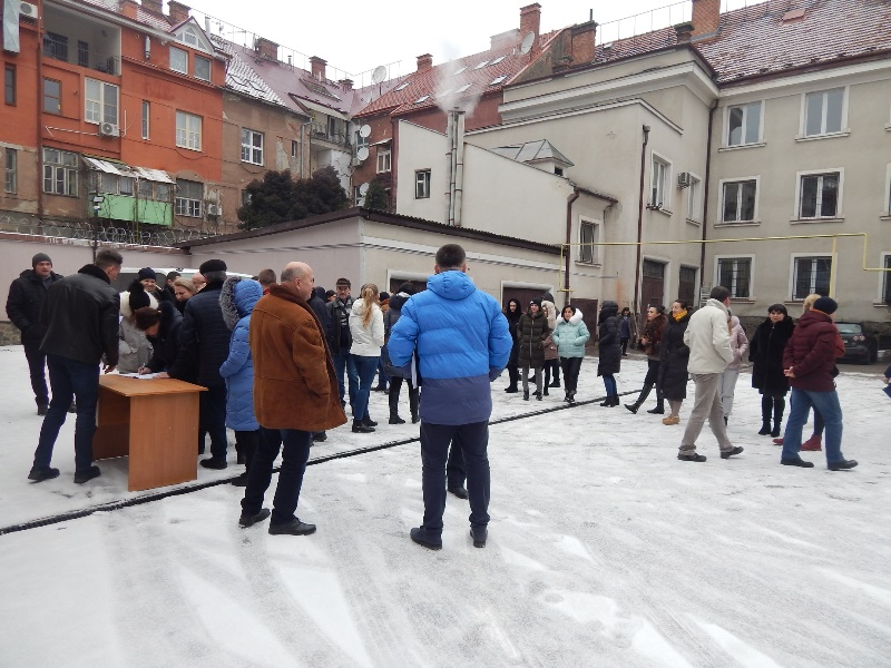Служба судової охорони відпрацювала навчальну евакуацію із Закарпатського апеляційного суду