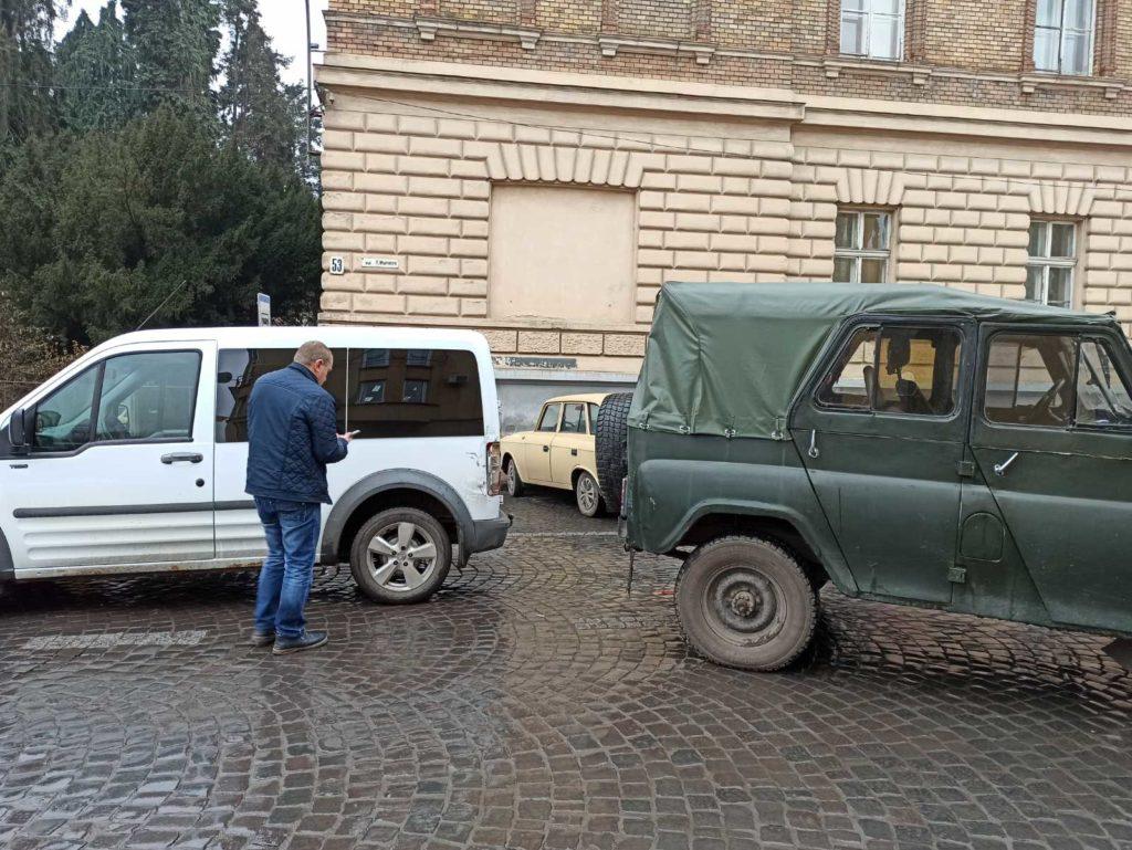 Фото. ДТП у центрі Ужгорода, рух ускладнено