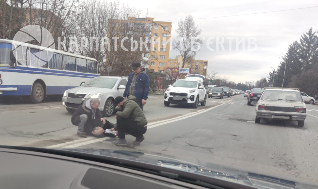 Літній чоловік в Ужгороді попав під колеса авто (ФОТО)